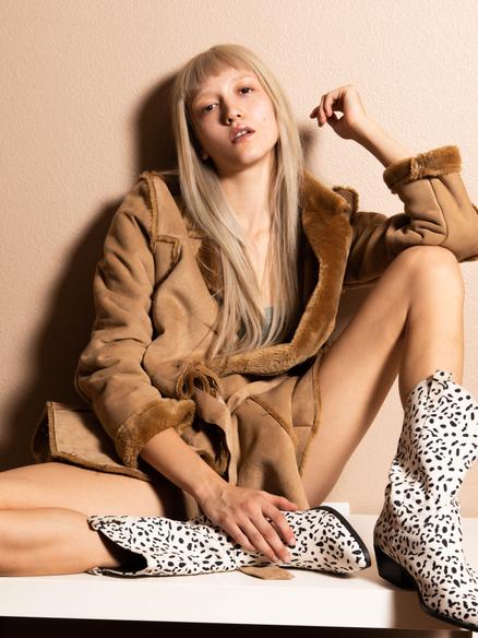 Blonde fashion model Alexis Gates