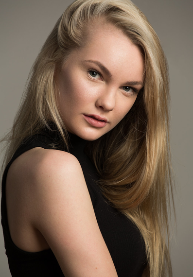 Alissa P Young Models Photo