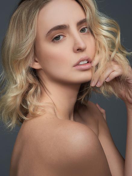 Blond Model Madeline McInnis