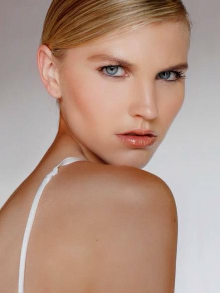 Caitlin Spears modeling