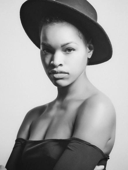 Model Destiny Bess