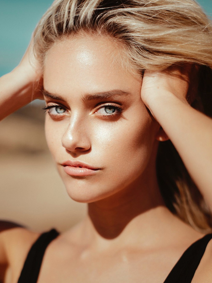 Gorgeous Blonde Model Genevieve Abell