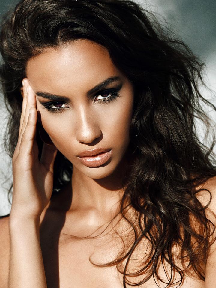 hot-latina-model.jpg