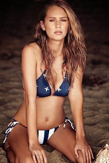 dylan-penn-poses-for-a-bikini-photoshoot-in-the-january-2014-issue-of-gq-magazine-02-450x675.jpg