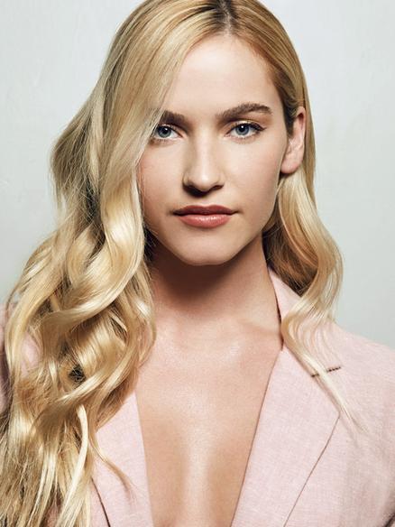 Blonde Model Isabelle Inveen