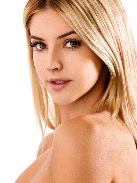 Brooke Miller model photo