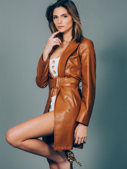 Fashion and ecommerrce model Lea